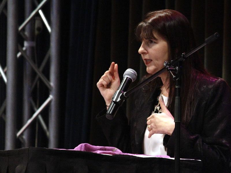 Michelle-De-Angelis-on-stage-2-800x600